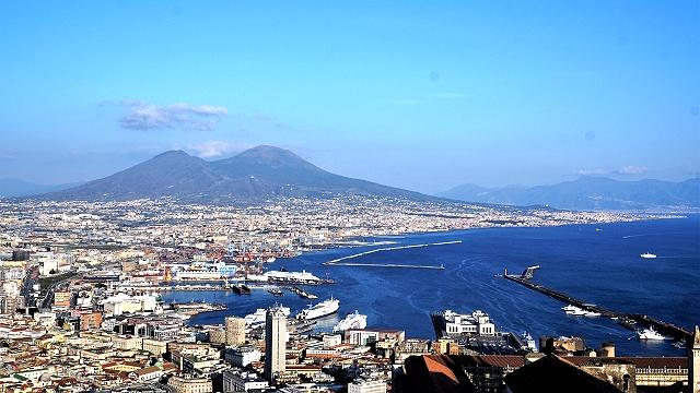 ナポリの街全景
