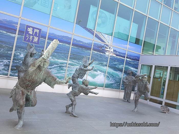 徳島空港阿波踊りの像