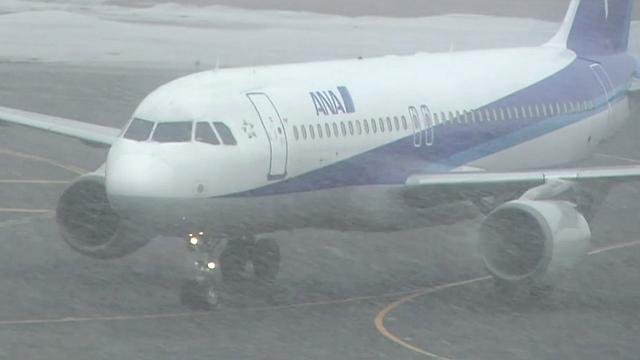 雪の中の飛行機